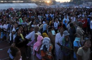 People affected by the stand-off between Philippine forces and Muslim rebels in Zamboanga pictured on September 14, 2013 (AFP, Ted Aljibe)